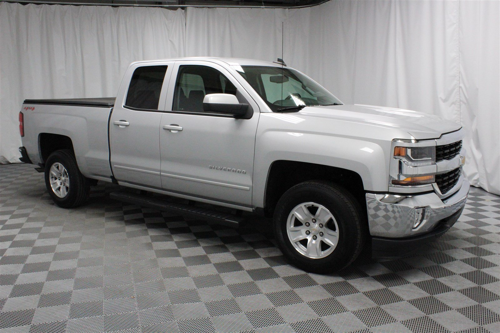 Pre Owned 2017 Chevrolet Silverado 1500 Extended Cab Lt 4x4