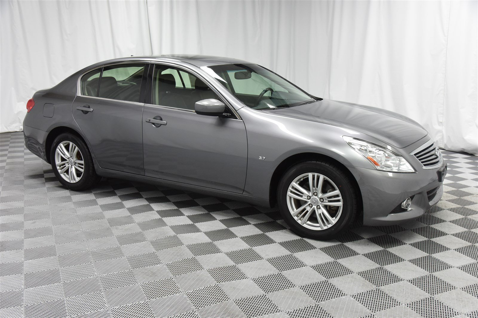 Pre-Owned 2015 INFINITI Q40 All-Wheel Drive